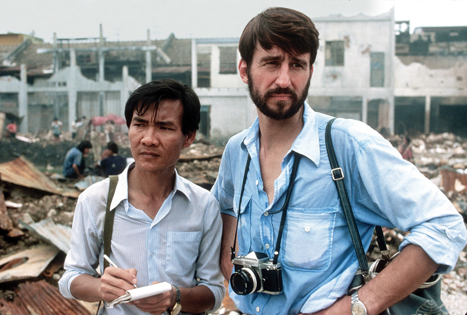 The Killing Fields (1984) Directed by Roland JoffÈ Shown from left: Haing S. Ngor, Sam Waterston
