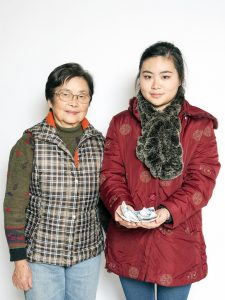 OT-participant-Angela-and-mum-ceramics-03-CR-Lee-Grant.jpg
