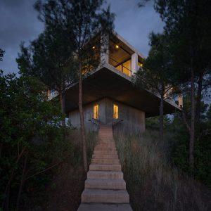 Solo-House_Pezo-von-Ellrichshausen_Cristobal-Palma_Image-01_Low-Res.jpg